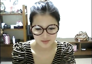 Cute Korean Unfocused Shows Off mainly Webcam - WebCamStripper.net