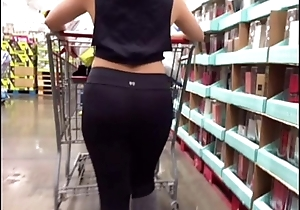 Beamy Asian Arse in Costco